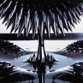 Magnetická tekutina FerroFluid - působení magnetu