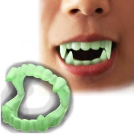 Upíří zuby svítící